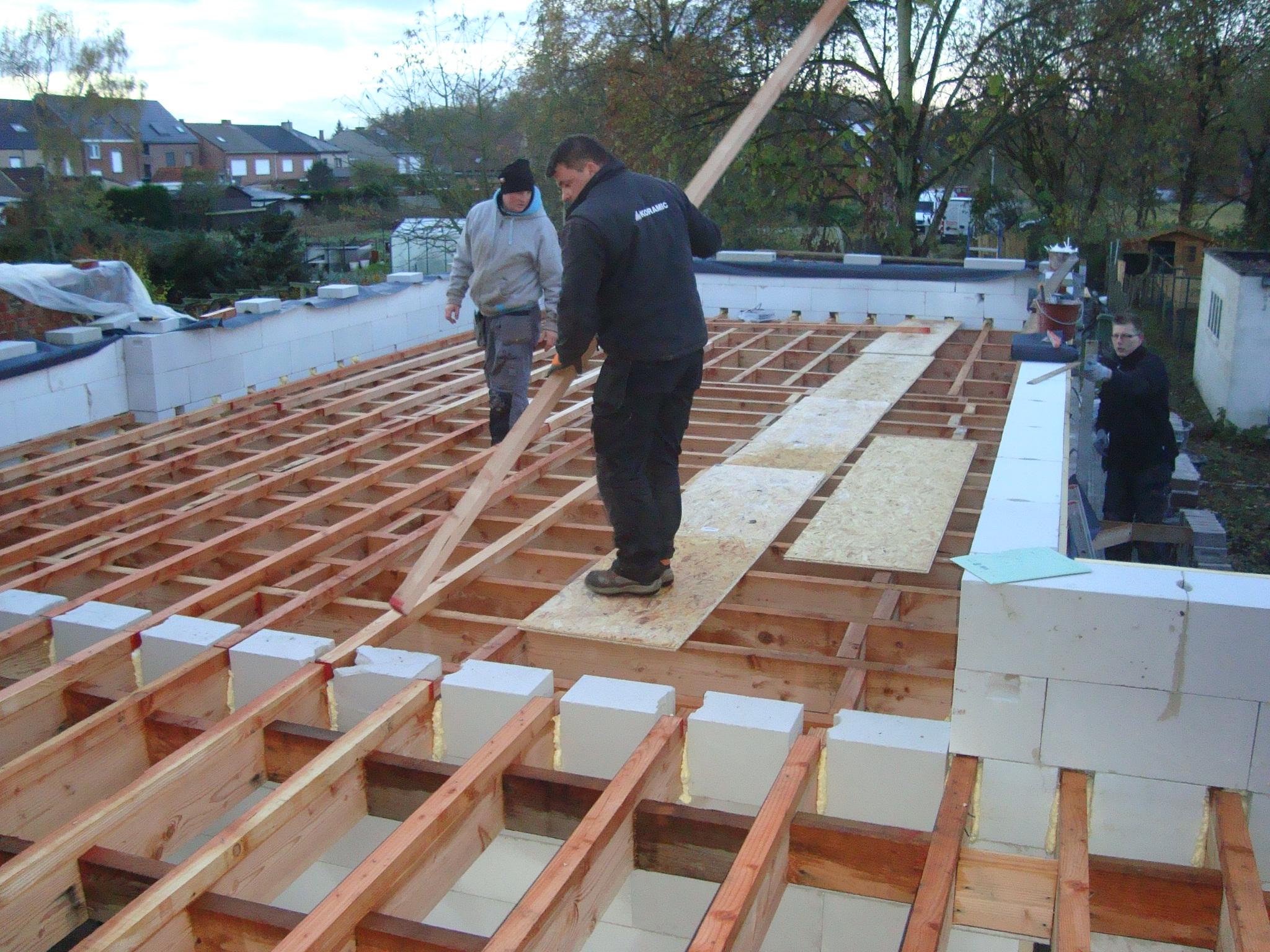 Platte dak op aanbouw kangoeroewoning - Daken en volumes ...